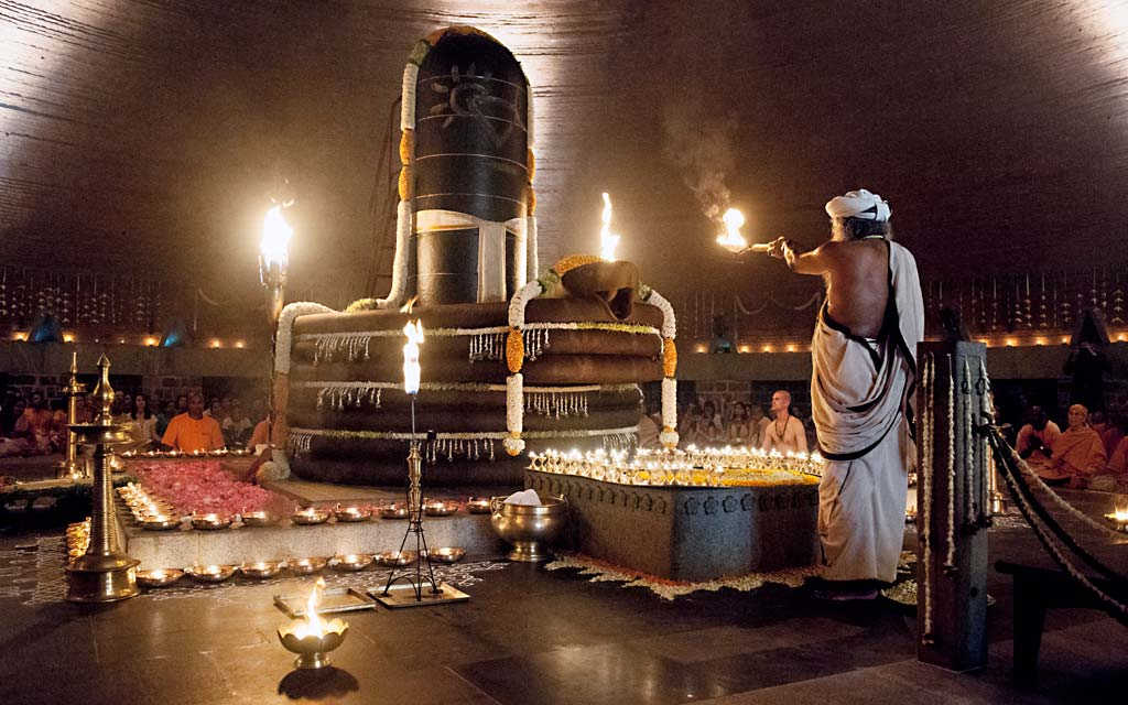Isha Dhyanalinga Tour Packages